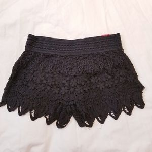 🆕️ NWT crochet layered shorts